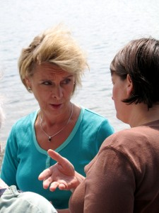 Gov. Chris Gregoire discusses the state ferry system with island resident Debbi Lester at Waterfront Park