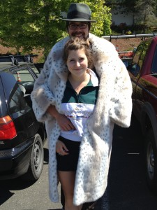 Scott Robinson and girlfriend, Rachel Harmon, look incredible in the same big ... coat.
