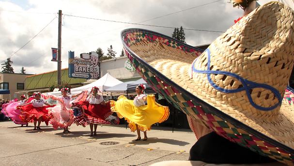 Members of Nobleza Folklorica entertain the crowd during the Cinco de Mayo Street Fair in Bremerton on Saturday May 05, 2012. (MEEGAN M. REID/KITSAP SUN)