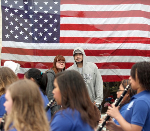 Courtney Walker,center, and her husband Andy Maxey from Bremerton watch the Mountain View Middle School Squire band march up Fourth Street at the Armed Forces Day Parade in downtown Bremerton. LARRY STEAGALL / KITSAP SUN