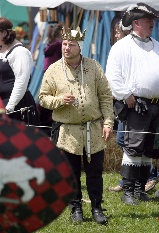 The reigning King Quentin Baker from Chilliwack British Columbia, Canada watches the armor battles at the June Faire in Port Gamble on Saturday. LARRY STEAGALL / KITSAP SUN