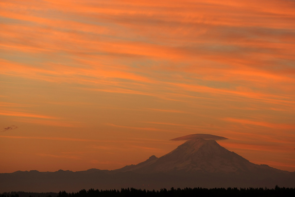 Sunrise over Mount Rainier on Friday. (LARRY STEAGALL / KITSAP SUN)