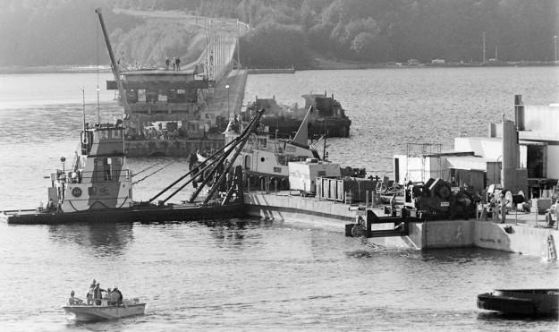 8/18/83 New Hood Canal bridge section Steve Zugschwerdt / Bremerton Sun
