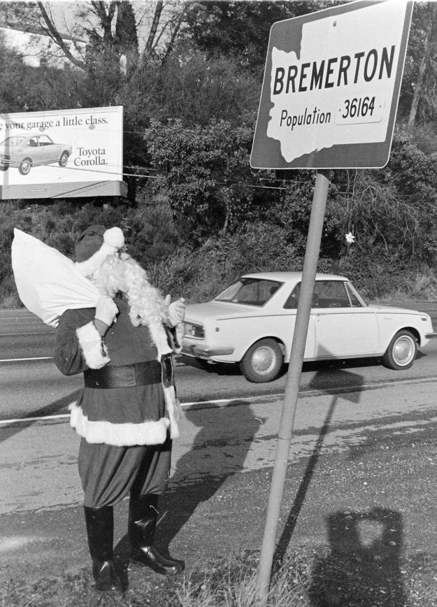 December 11, 1970 Santa Coming And Going Bremerton Sun / Richard Ellis