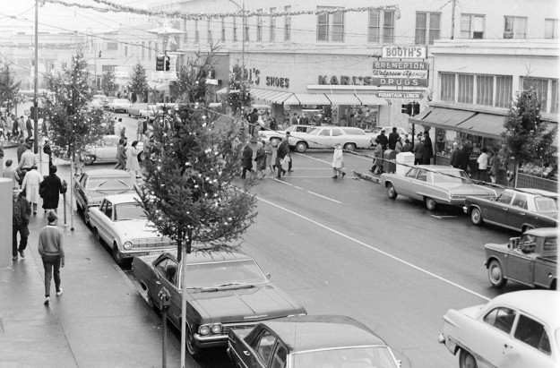 July 16, 1968 Shoppers Uptown Bremerton Sun / Richard Ellis