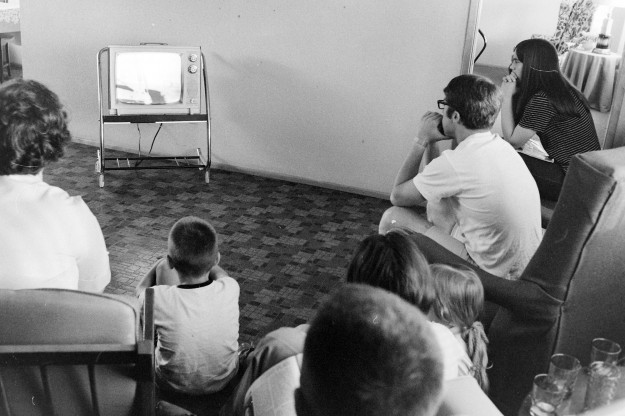 07/21/69 Snow Family Watching Apollo Richard Ellis/ Bremerton Sun