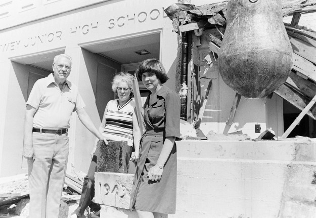 07/27/77 Dewey's Cornerstone