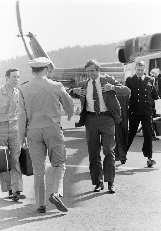 06/10/75 Assistant Secretary of the Navy