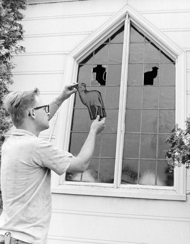 08/07/67 Putting In Stain Glass Richard Ellis / Bremerton Sun