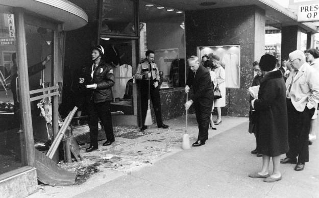11/27/67 Store Car Crash Richard Ellis / Bremerton Sun