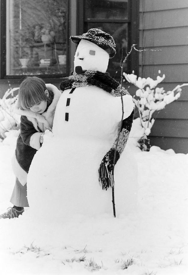 01/09/80 Lea Martin and Snowman Cliff McNair Jr. / Bremerton Sun