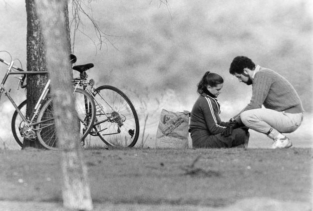03/25/80 Couple In the Park Bob Reeder / Bremerton Sun