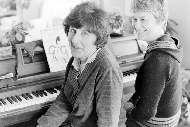 01/29/80 Twin Ladies At The Piano