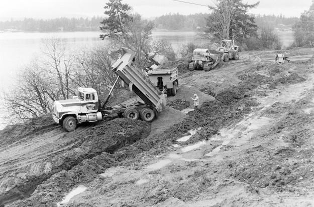 02/07/80 Tracyton Beach Road Construction Cliff McNair Jr. / Bremerton Sun