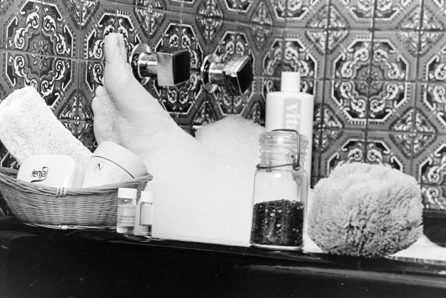 03/11/80 3 Hour Bath Illustration Bob Reeder / Bremerton Sun