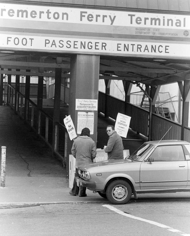 04/07/80 Bremerton Ferry Terminal Steve Zugschwerdt / Bremerton Sun