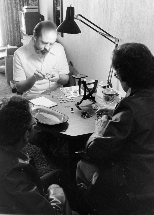 04/19/80 Coin Stamp Buyer Cliff McNair Jr. / Bremerton Sun