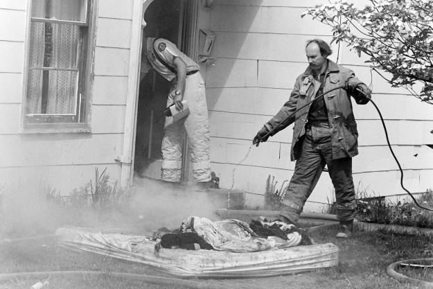 04/24/80 House fire Steve Zugschwerdt / Bremerton Sun