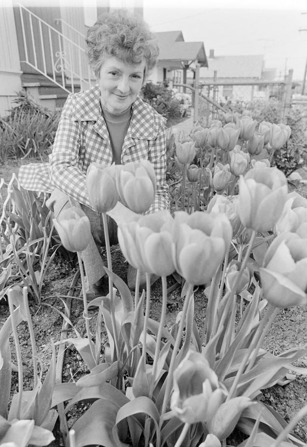 04/29/80 Flower Lady Bob Reeder / Bremerton Sun