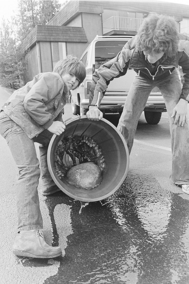 04/07/78 Octopus Cliff McNair Jr. / Bremerton Sun