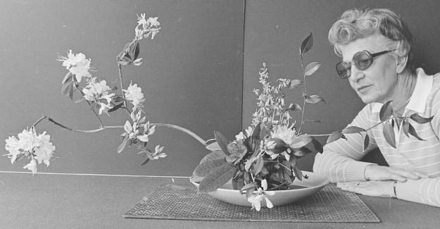 04/19/78 Flower Arranging Cliff McNair Jr. / Bremerton Sun