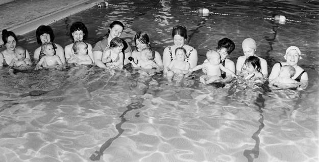04/22/78 Swim Class Bob Reeder / Bremerton Sun