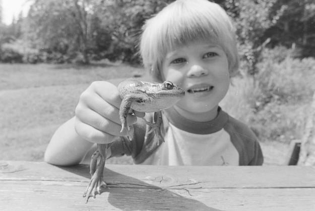 07/17/78 Boy With Frog Bob Reeder / Bremerton Sun