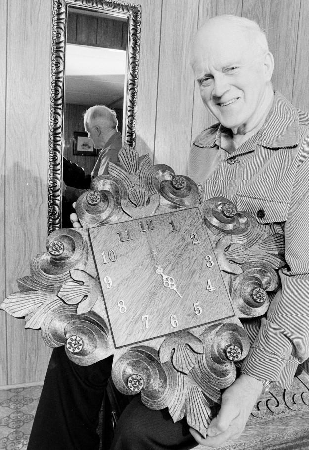 03/23/78 Clock Carver Bob Reeder / Bremerton Sun