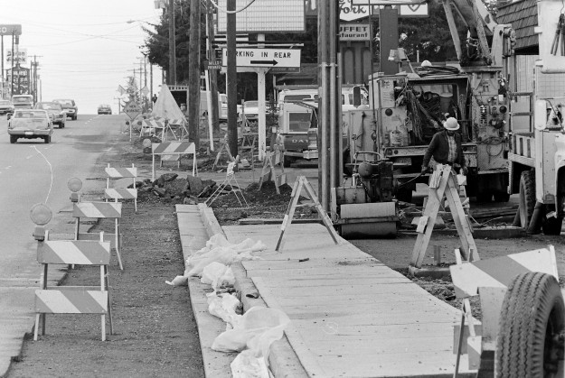 03/30/78 Wheaton Way Construction Cliff McNair Jr. / Bremerton Sun