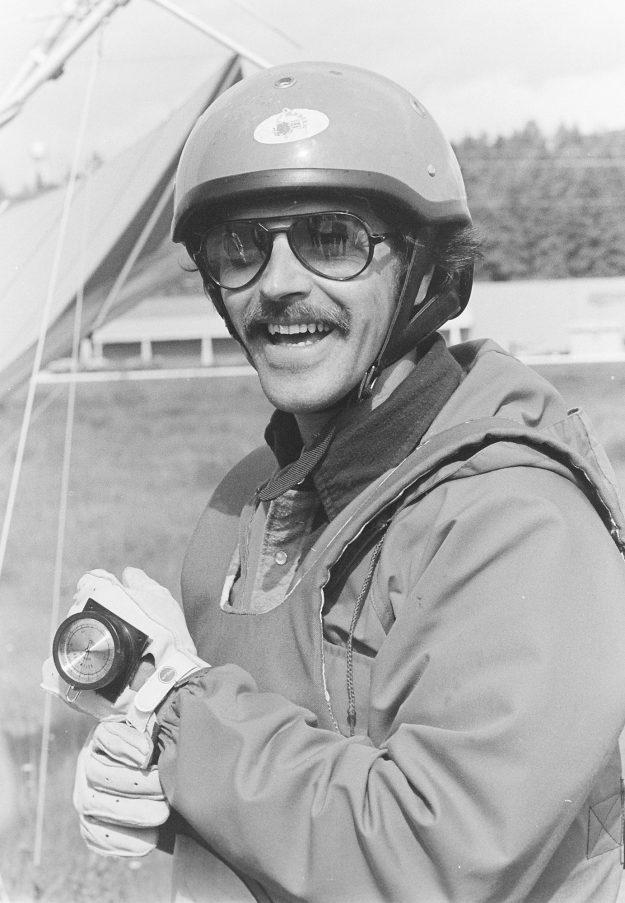 06/16/78 Hang Glider Cliff McNair Jr. / Bremerton Sun