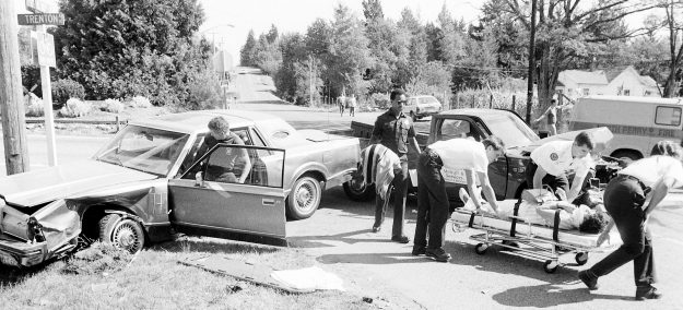 09/13/88 Accident @ Trenton and 30th. Steve Zugschwerdt / Bremerton Sun