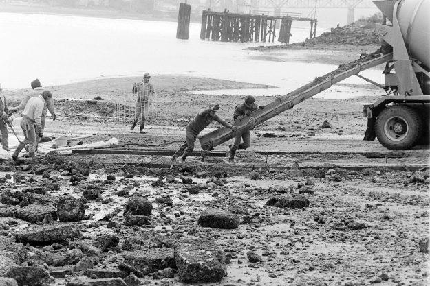09/23/88 Evergreen Boat Ramp Steve Zugschwerdt / Bremerton Sun