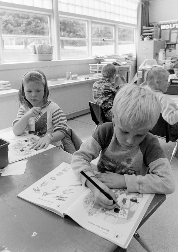 09/23/88 Wolfle Elementary Theresa Aubin Ahrens / Bremerton Sun