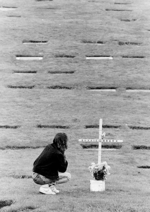 10/20/88 Bunnie Brown's Grave Steve Zugschwerdt / Bremerton Sun
