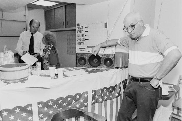 09/18/88/ Bill Mahan / Win Garlund Theresa Aubin Ahrens / Bremerton Sun