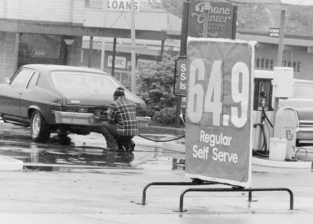 05/28/78 Gas Sign Bob Reeder / Bremerton Sun