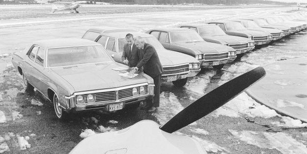 01/03/69 Cars At Airport