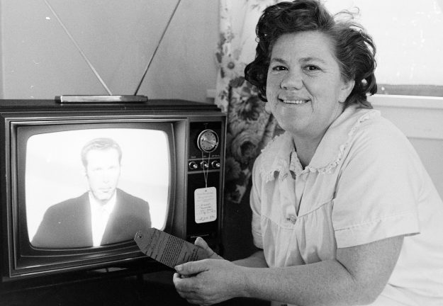 08/09/68 Woman Wins TV Set