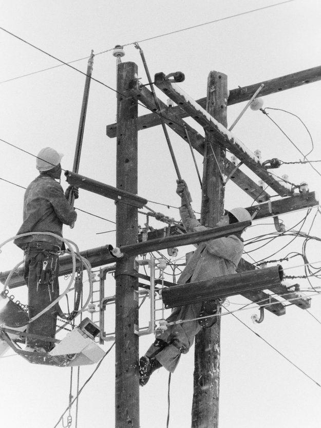 01/28/69 Puget Power Linemen