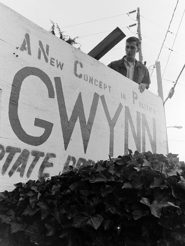 11/07/68 Bob Gwynn Taking DOwn Sign