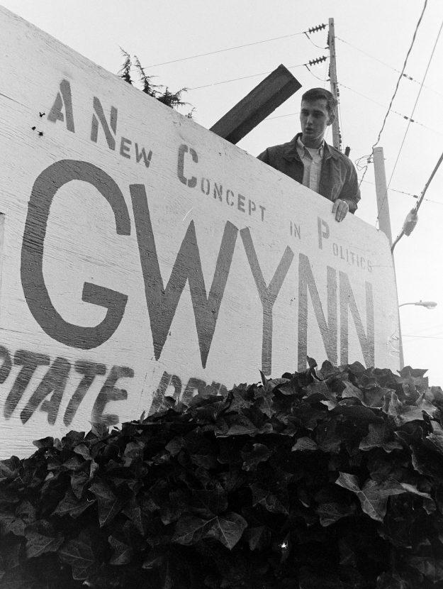 11/07/68 Bob Gwynn Taking DOwn Sign