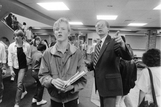 09/05/88 SK Principal Bernie Noack Steve Zugschwerdt / Bremerton Sun