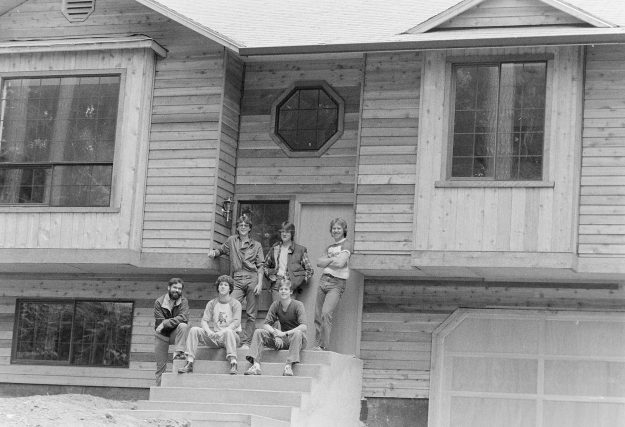 06/01/83 OHS and Ck Students Build Chico House