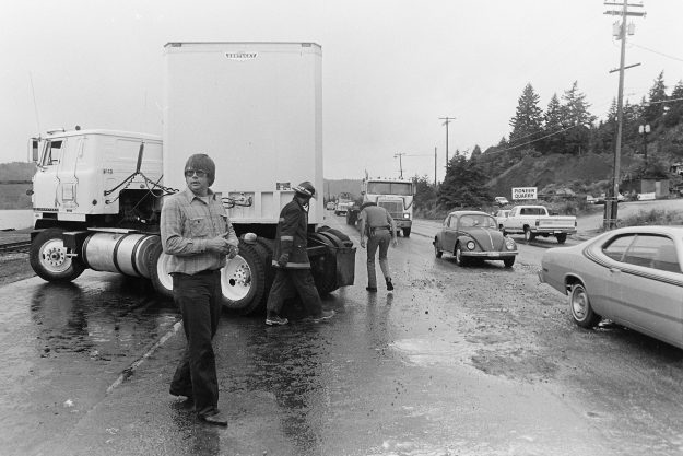 07/13/83 Semi Accident Navy Yard Highway Steve Zugschwerdt / Bremerton Sun