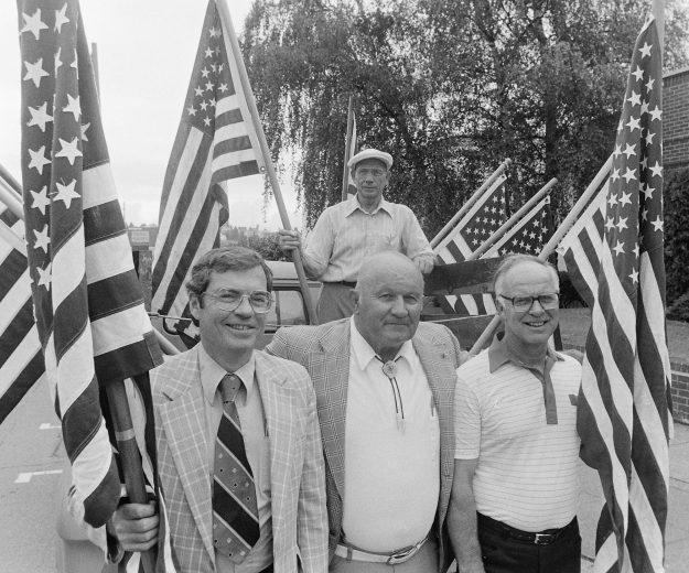 08/31/83 Flag Day Steve Zugschwerdt / Bremerton Sun