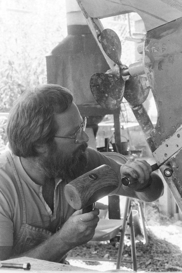 09/01/88 Wooden Boat School Steve Zugschwerdt / Bremerton Sun