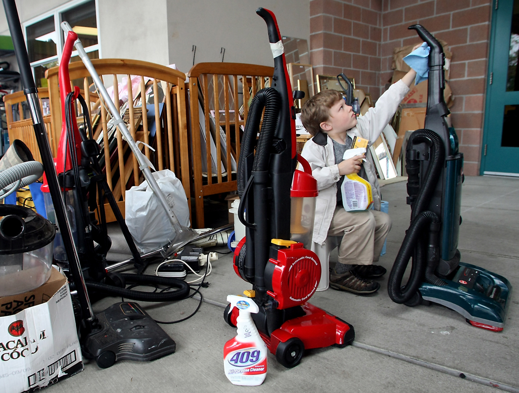 BI Rotary RUmmage SaleRead more: http://www.kitsapsun.com/events/2013/may/22/12410/#ixzz2U4hGWx4pFollow us: @KitsapSun on Twitter | KitsapNews on Facebook