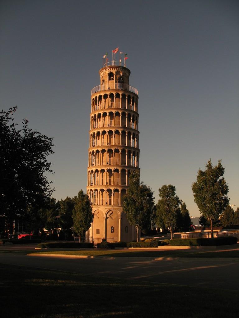 Leaning Tower of Niles, Illinois Photo: Lawrence Kestenbaum